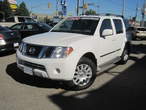 2010 NISSAN PATHFINDER LE | DVD • Leather • Roof •