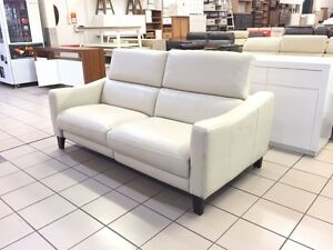 100% LEATHER 2.5 SEATER ELECTRIC RECLINER W/ADJUSTABLE HEADRESTS Logan Central Logan Area Preview