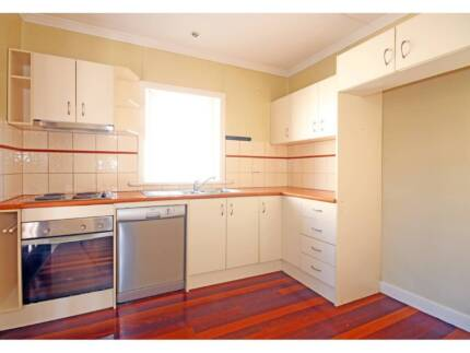 $140 for female  at Coorparoo Available Now Coorparoo Brisbane South East Preview