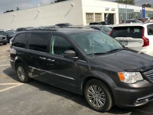 2016 Chrysler Town & Country Touring-L | NAV | LEATHER | ROOF |