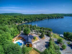 Chalet / maison unifamiliale  au lac Poulin