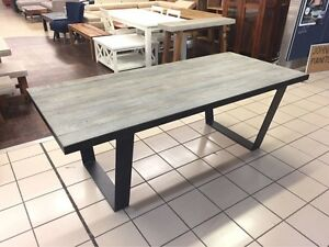 SOLID OAK TOP DINING TABLE W/ METAL BASE Logan Central Logan Area Preview