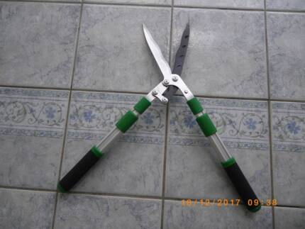 Telescopic Hedge Shear with Extendable Arms