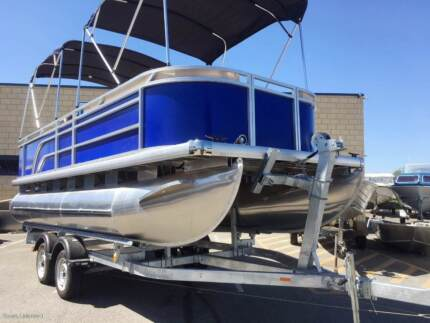 NEW PONTOON PARTY BOAT FOR CRUISNG THE CANALS