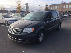 2011 Chrysler Town & Country TOURING - NAVIGATION - DVD - SUNROO
