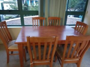 $150 Expandable dining table set with 6x chairs