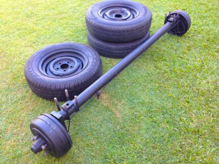 Axle with hydraulic drum brakes -  HQ 5 Stud with 14 inch wheels