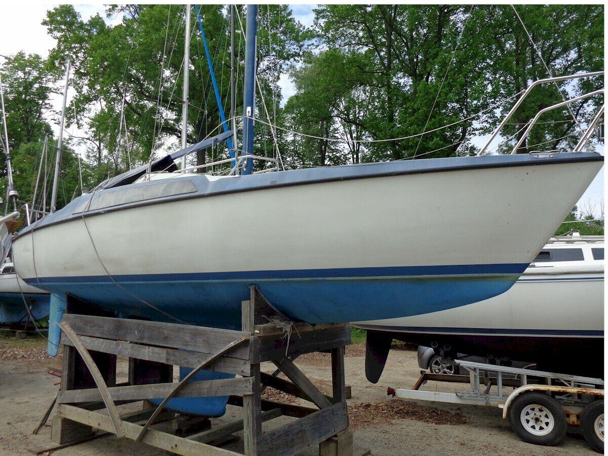 LF- 1977 Maxi 26' Sailboat w/Cradle - Michigan
