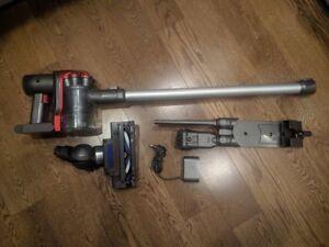 Dyson cordless vacuum mint condition