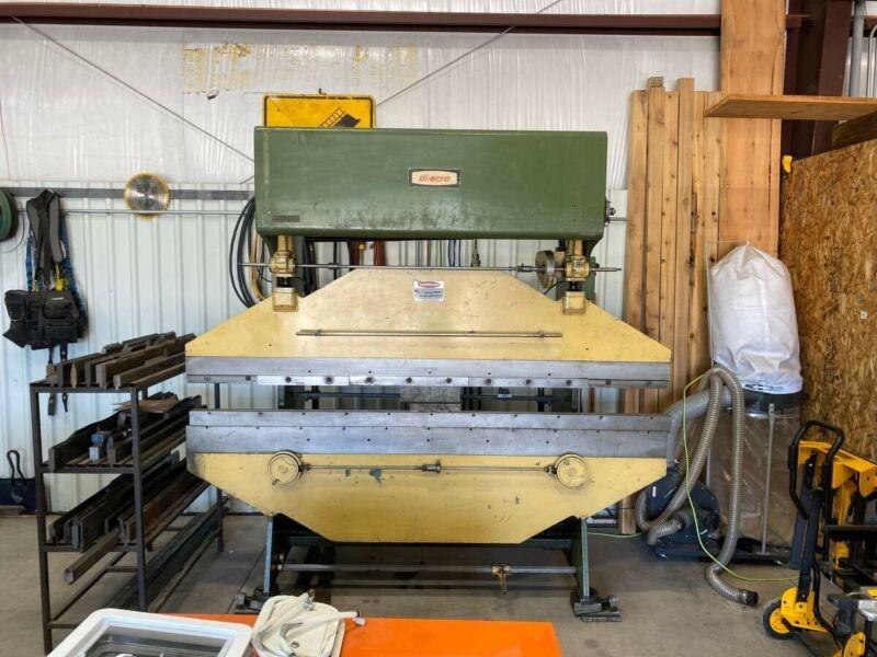 Diacro 8ft 35 ton hydraulic press brake w/tooling