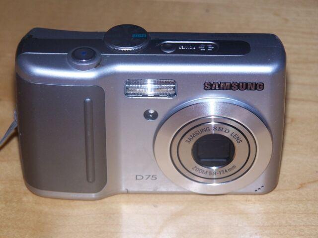 Samsung D75 7.2 MP Digital Camera - Silver