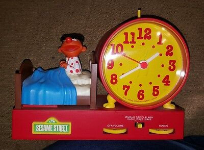 Working~RARE~Collectible Sesame Street▪ERNIE IN BED▪Alarm Clock/RADIO