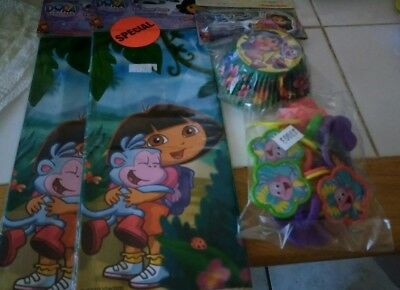 Dora the Explorer Cupcake Papers,Wilton, 12 rings, 32 treat bags and 24 fun pix