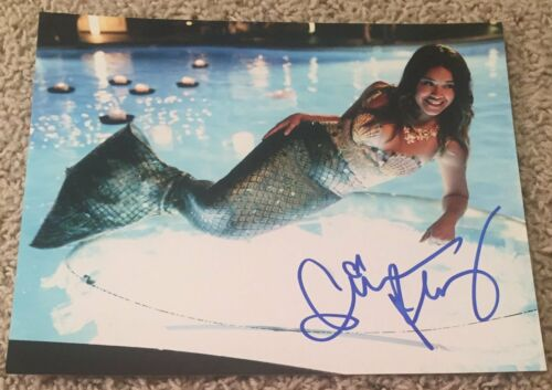 GINA RODRIGUEZ SIGNED AUTOGRAPH JANE THE VIRGIN 8x10 PHOTO C w/PROOF