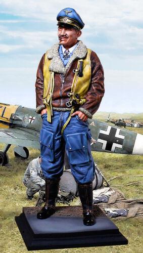 COLLECTORS SHOWCASE WW2 GERMAN CS60018 GENERAL ADOLF GALLAND STATUE MIB