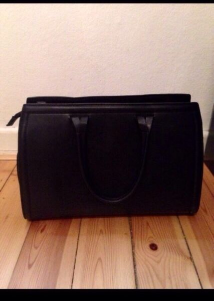 zara handtasche schwarz in nord hamburg barmbek ebay. Black Bedroom Furniture Sets. Home Design Ideas