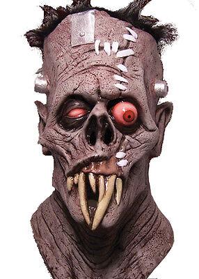 Halloween TOXICTOONS GRUESOME VAMPIRE SKULL LATEX DELUXE MASK Haunted House NEW - Vampire Skull Mask