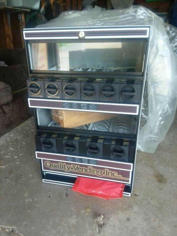 CT 10 Countertop Snack Vending Machine New in box .View