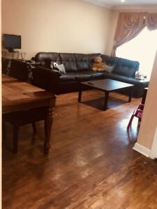 Available immediately! Beautiful and huge 5 1/2 in a duplex !!