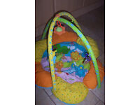KIDDIECARE PLAYMAT WITH ARCH & TOYS