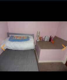 Single room available to rent from 1 jan ,18