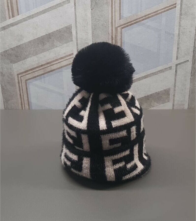 8311fa0b6f3 Unisex Fendi Fur Beanie Bobble Hat Winter
