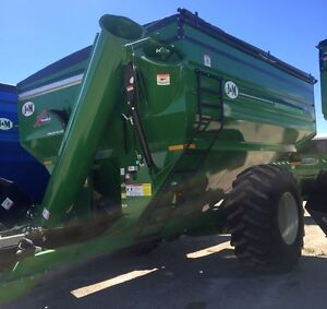 2017 J&M 812-20 Grain Cart