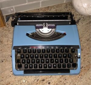 ANTIQUE BROTHER CHARGER 11 PORTABLE TYPEWRITER-MADE IN JAPAN