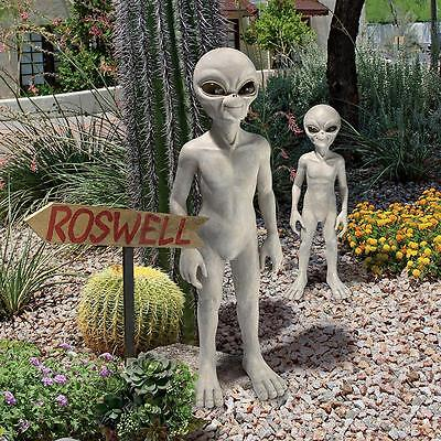 """©""""The Out-of-this-World Alien Extra Terrestrial"""" Statue: Medium"""
