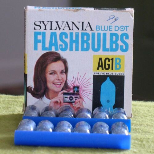 12 Vintage AG1 CLEAR Sylvania Blue Dot Flashbulbs in AG1B Box