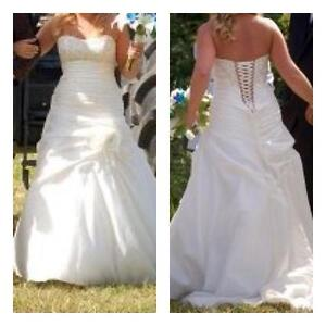 Beautiful wedding dress size 12 (10) need to see to appreciate!
