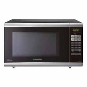 Panasonic NNST661B 1-Cubic ft 1,200-Watt Countertop Microwave (Black)