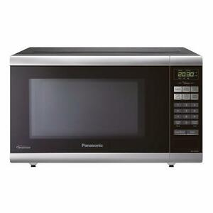 Panasonic NNST661B 1-Cubic ft 1,200-Watt Countertop Microwave (Black)