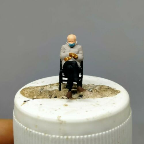 BERNIE SANDERS JOE BIDEN INAUGURATION HO 1:87 MINIATURE FIGURE with CHAIR