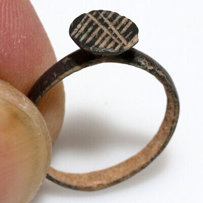 MUSEUM QUALITY ANCIENT ROMAN BRONZE DECORATED RING-CARVED DESIGNS-CA 100-300 A