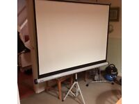 NOBO PROJECTOR SCREEN WITH DVD PROJECTOR