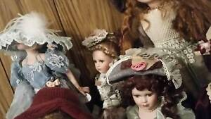 LOTS OF DOLLS