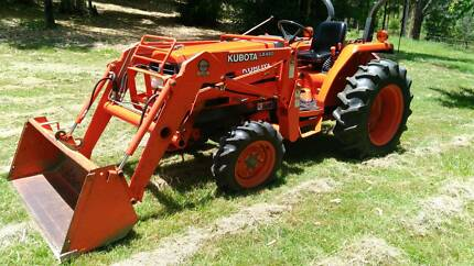 kubota L3300 4x4 tractor and bucket low hours gc