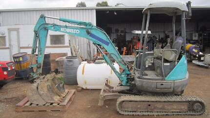 Kobelco excavator 25SR with 3 buckets and piping