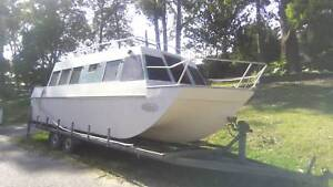 26 Foot Tri Hull Ocean 47 Lake 47 River Houseboat Motorboats