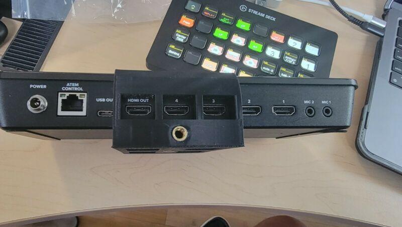 Blackmagic ATEM Mini / Mini Pro / Mini Pro ISO tripod mount. Two 1/4 20 screws