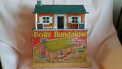 LOUIS MARX & Co LTD OF SWANSEA TINPLATE DOLLS BUNGALOW WITH ITS BOX FROM 1950,S.