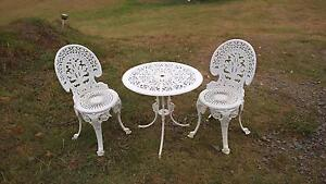 Outdoor  table and 2 chairs, good condition Millfield Cessnock Area Preview