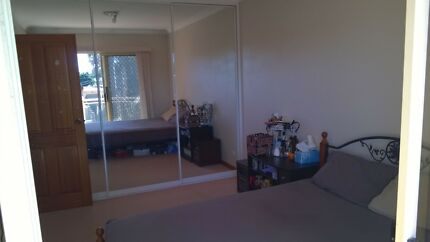 Private room with balcony in Kingsgrove
