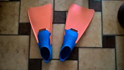 Swimming fins / Flippers in excellent condition