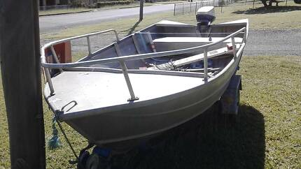 12ft tinny with 15 hp motor and trailer FOR SALE $ 1.300,