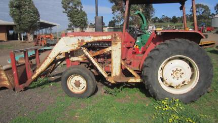 International 484 tractor with front loader