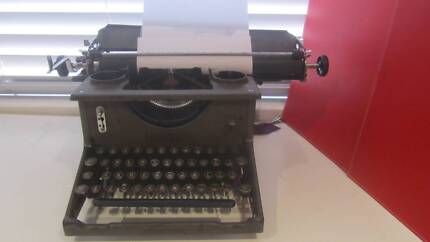 VINTAGE IMPERIAL TYPEWRITER  Model 50 1920's –early 30's Paradise Point Gold Coast North Preview