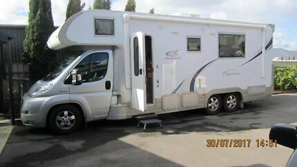Motor Home Jayco Optimum & Suzuki Vitara with A frame