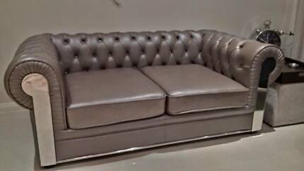 LEATHER CHESTERFIELD LOUNGE / SOFA 2.5 SEATER - Exquisite Piece South Windsor Hawkesbury Area Preview